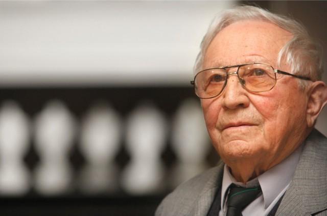 Znakomity poeta i dramaturg Tadeusz Różewicz zmarł rok temu, 24 kwietnia, we Wrocławiu. Został pochowany w Karpaczu