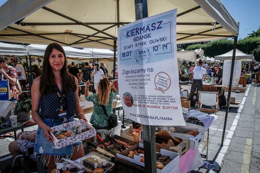 Charytatywny kiermasz na Rynku Oliwskim dla ośmiomiesięcznej Hani z Ełku 19.07.2020 [zdjęcia]