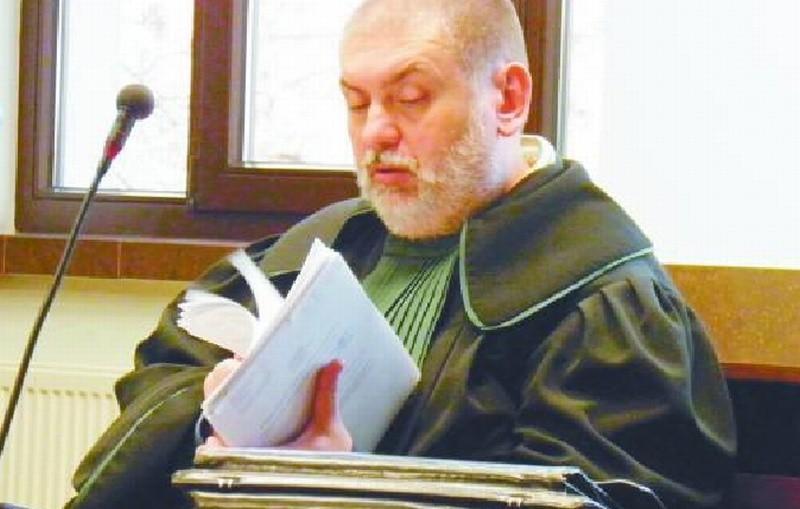 Na wczorajszej rozprawie w łomżyńskim sądzie nie stawiła się oskarżona. Joanna G. odpowiada za nieumyślne spowodowanie śmierci podopiecznego. Grozi jej pięć lat więzienia.