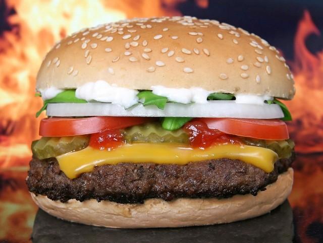 GIS wydał decyzję o wycofaniu partii mięsa na hamburgery.