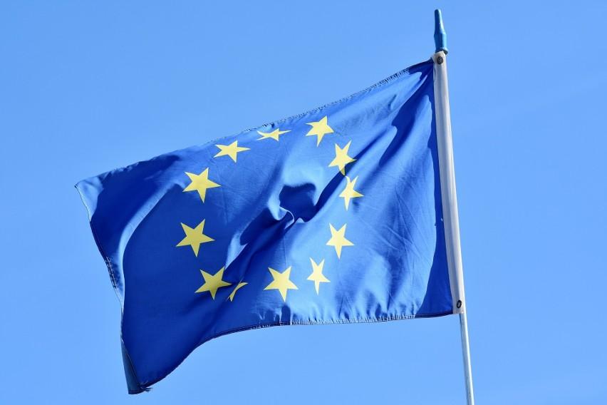 TSUE zobowiązuje Polskę do zawieszenia przepisów dotyczących uprawnień Izby Dyscyplinarnej. TK odpowiada, że to decyzje TSUE są nieprawne