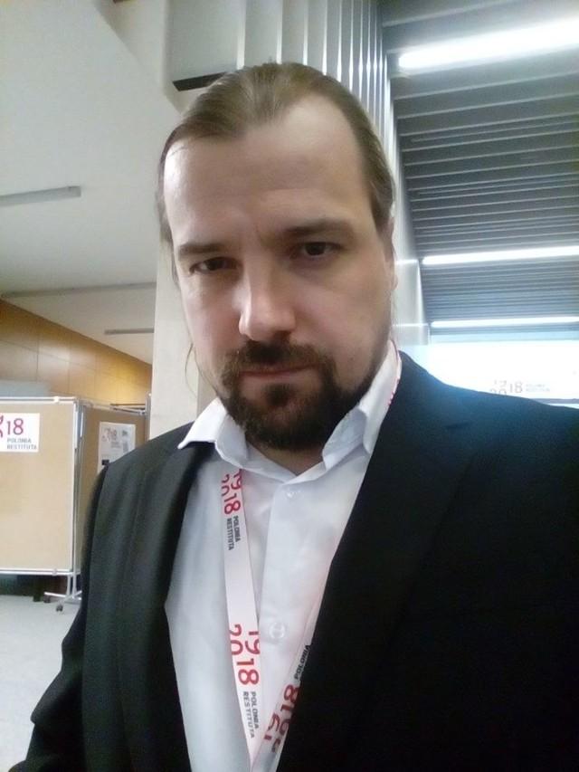 """Dr Dawid Bunikowski: - W sprawie """"taśm Kaczyńskiego"""" chodzi o załatwianie kredytu prywatnej spółce w biurze partii. Dochodzą też inne rzeczy. Obchodzenie zasad finansowania partii politycznych i kierowanie faktycznie spółką przez lidera partii rządzącej. To poważne sprawy i wymagają rozsądnej i rzetelnej analizy i oceny. Z punktu widzenia kultury prawnej i politycznej to wygląda bardzo źle."""