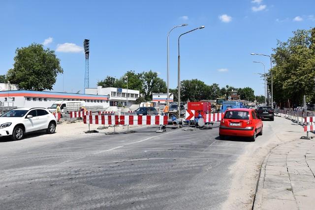 Dodatkowe utrudnienia na ul. Oleskiej w Opolu potrwają osiem tygodni.