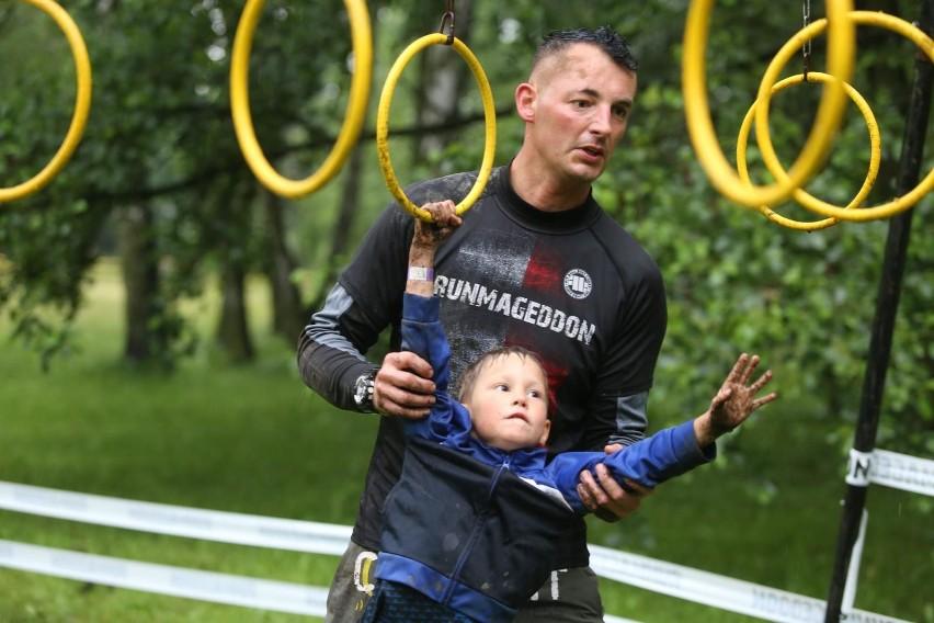Runmageddon Arena Gliwice przyciągnął na start całe rodziny...