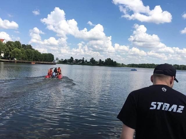 Wspólne patrole sępoleńskich strażaków, policjantów i woprowców na wodzie