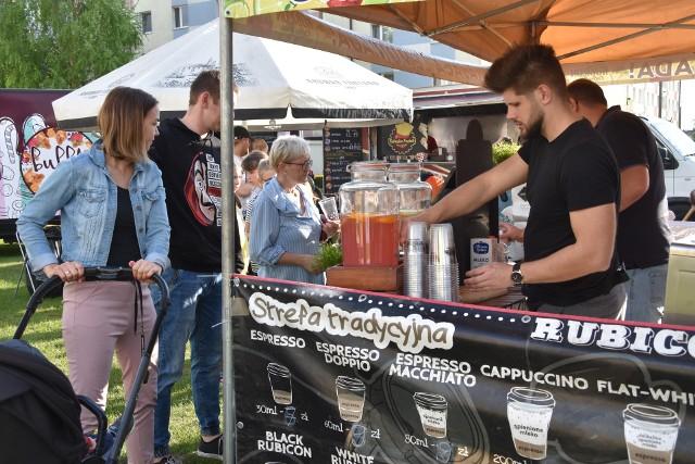 W niedzielę  16 maja drugi dzień I Zlotu Food Trucków w Szubinie.  Na plac przy ul. Dąbrowskiego warto zajrzeć w godz. 12-20