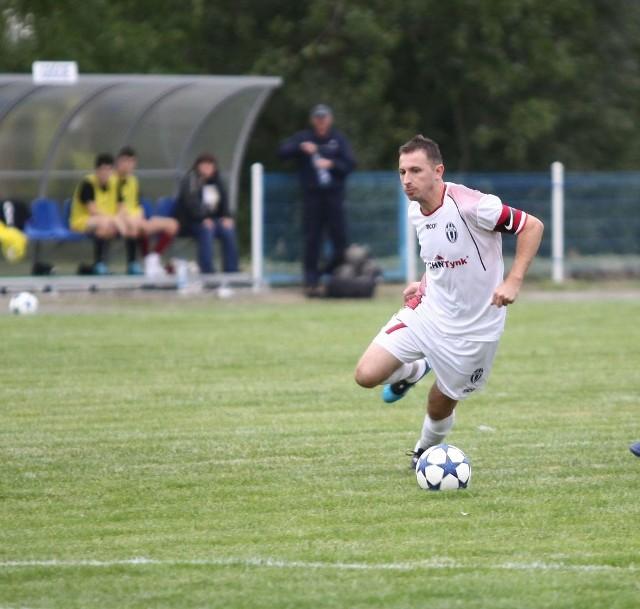 Sebastian Stąpór strzelił drugiego gola dla Orła w meczu ze Zniczem II Pruszków.