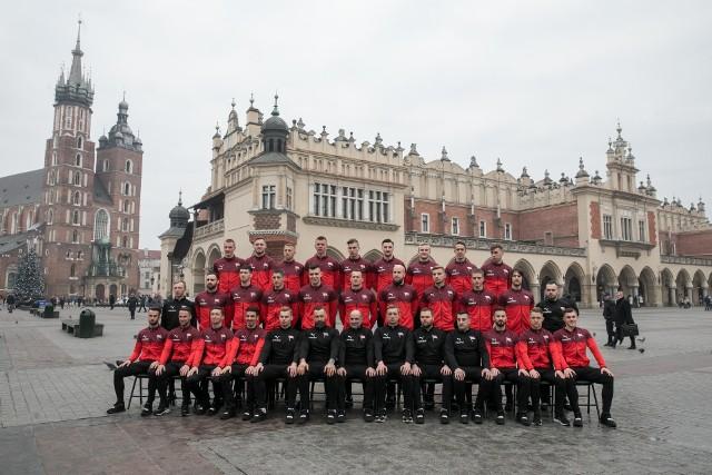 Poznaj drużynę Cracovii i sprawdź, z jakimi numerami na koszulkach będą walczyć o tytuł mistrza Polski.