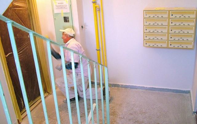 Remont klatki schodowejTrwa właśnie remont klatki schodowej przy ul. Młodzieżowej 19  w Chojnicach.