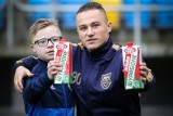 Kibice Arki pomagają Hospicjum. Dziś na mecz z Pogonią Szczecin przyniosą mleko i obiadki w ramach akcji Żółto-Niebieski Mikołaj!