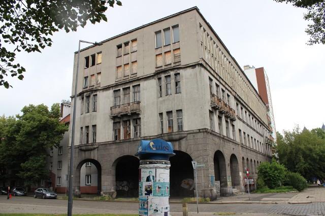 Budynek dawnego Komitetu Miejskiego Polskiej Zjednoczonej Partii Robotniczej w Bytomiu stoi bezużyteczny od lat.Zobacz kolejne zdjęcia. Przesuwaj zdjęcia w prawo - naciśnij strzałkę lub przycisk NASTĘPNE