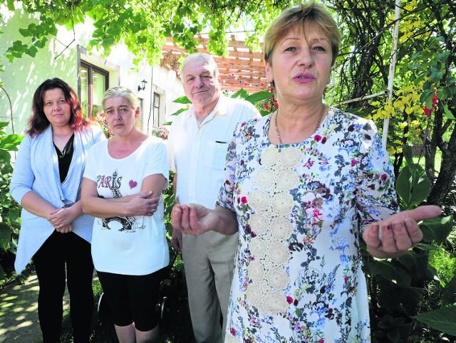 Ludzie zrozumieli, że nic się nie robi. Pytają kiedy odwołamy burmistrza - mówi radna Maria Ancipiuk (z prawej). Wtórują jej mieszkańcy : Bogdan Ostaszewski, Elżbieta Zakrzewska i Dorota  Kulesza.