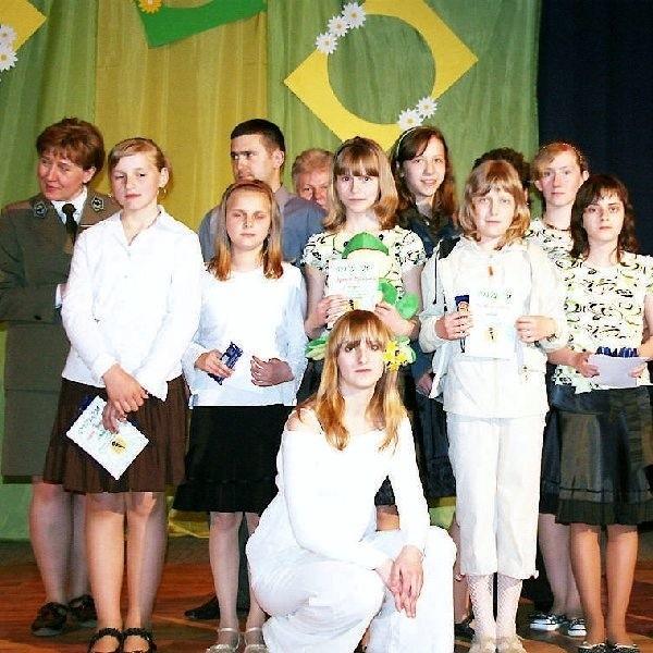 Wszyscy uczestnicy konkursu piosenki  ekologicznej w Więcborku