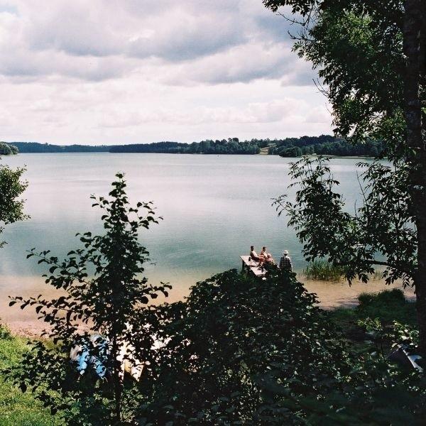 Dogodny dojazd do jeziora niemal ze wszystkich stron