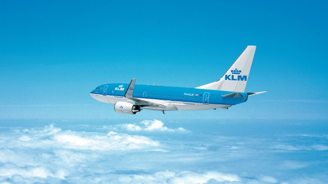 KLM znów lata do Polski. Od 17 czerwca 2020 pasażerowie polecą na trasie Amsterdam - Warszawa. Jakie obostrzenia? Kiedy kolejne połączenia?
