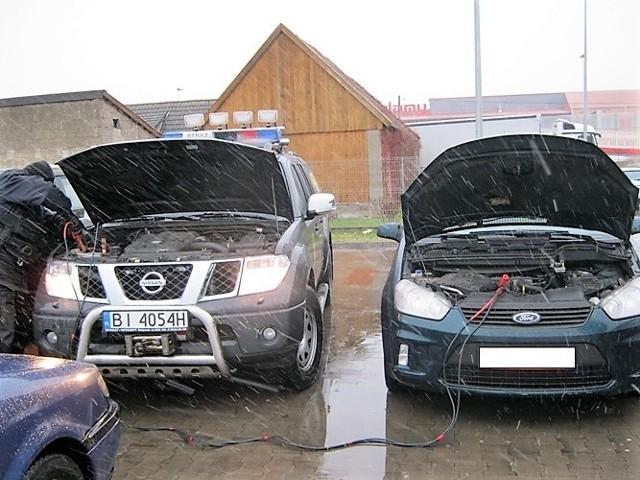 Mróz uprzykrza życie kierowcom. Z powodu niskich temperatur posiadacze aut mają problemy z rozładowanym akumulatorem.Ktoś pomógł Ci uruchomić samochód? Prześlij nam zdjęcie. Pokażmy, ze białostoccy kierowcy potrafią sobie pomagać. Piszcie na online@poranny.plZobacz też unikalne zdjęcia Zima stulecia w Białymstoku. Archiwalnego zdjęcia. Pękały rury (zdjęcia)