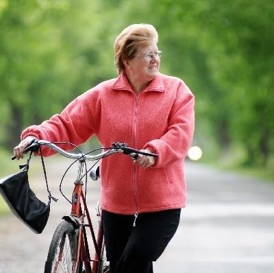 Barbara Niedźwiedź z Broniszowa przyznaje, że we wsi czuć nieprzyjemny zapach (fot. Mariusz Kapała)