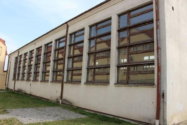 Sala gimnastyczna przy Zespole Szkół Rolniczo-Technicznych powstała w 1995 roku i od tamtego czasu nie była remontowana.