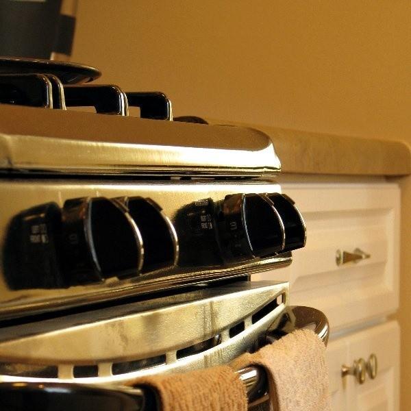 Spaleniu uległo wyposażenie kuchni. Najbardziej ucierpiała kuchenka elektryczna.
