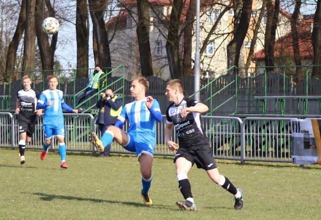 Z Piastem Tuczempy nie będzie mógł zagrać m. in. Konrad Hus (na zdjęciu z lewej)