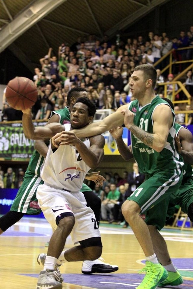 PGE Turów Zgorzelec i Stelmet Zielona Góra zostały ukarane za bójkę, do której doszło pomiędzy kibicami tych drużyn po zakończeniu meczu, który odbył się w grudniu.