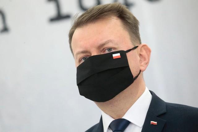Kryzys na granicy polsko-białoruskiej. Minister Błaszczak do posłów opozycji: Nie bądźcie pożytecznymi idiotami, opamiętajcie się!
