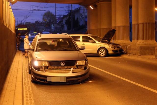 W ramach polisy autocasco ubezpieczyciel przede wszystkim pokrywa koszty naprawy własnego samochodu spowodowane kolizją, czy wypadkiem. Zakres ubezpieczenia może obejmować także kradzież samochodu.