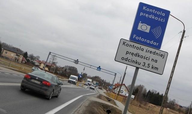 Odcinkowy pomiar prędkości mierzy średnia prędkość, z jaką auto poruszało się na danym odcinku drogi.