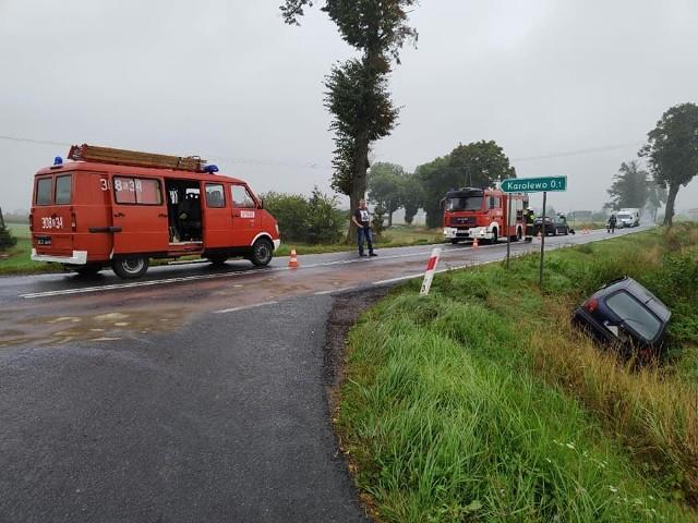 Wypadek w Karolewie na drodze krajowej 56. Zderzyły się 2 samochody osobowe. Jedna osoba z obrażeniami trafiła do szpitala.