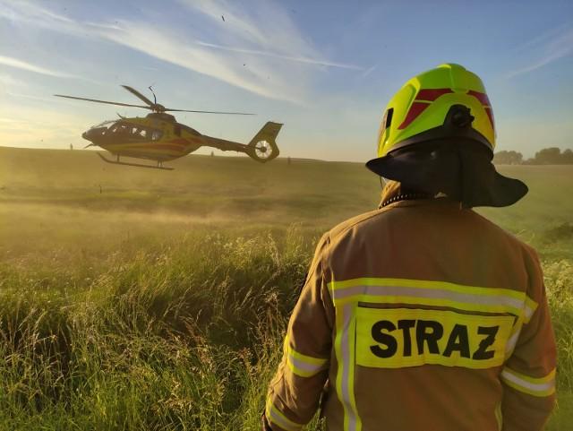 Wypadek motocyklisty na nasypie kolejowym na trasie Tuchomko-Niezabyszewo w powiecie bytowskim. Rannego zabrało Lotnicze Pogotowie Ratunkowe.