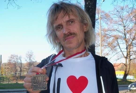 Bieg zorganizował ultramaratończyk, biegacz z Nysy Sanjaya Jaraszek.