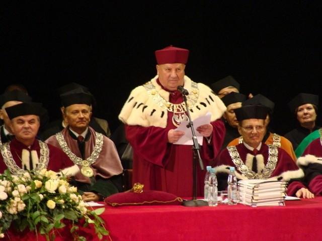 Prof. Marian Wesołowski podczas inauguracji roku akademickiego