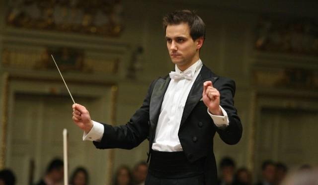 Koncertem dla Michała zadyryguje Jakub Chrenowicz.