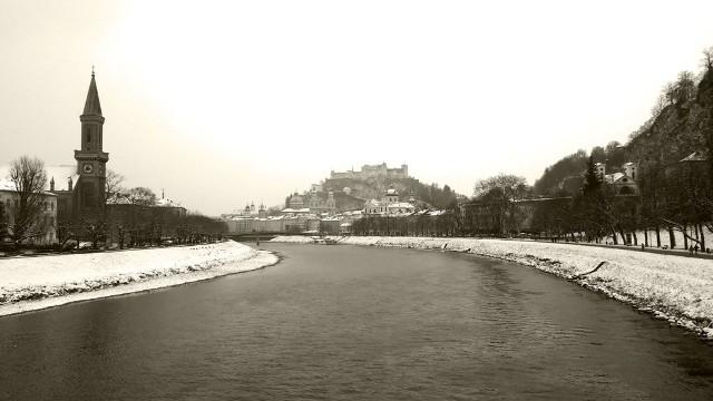 Salzburg to barokowa perełka w północno-zachodniej Austrii, wciśnięta pomiędzy skały a rzekę Salzach.
