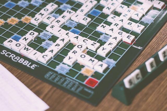 Słowa, których kiedyś często używaliśmy, nagle przestają być obecne w naszych rozmowach. To naturalny dla każdego języka proces. Czy pamiętasz słowa, których używaliśmy jeszcze całkiem niedawno? Sprawdź, czy znasz ich znaczenie!