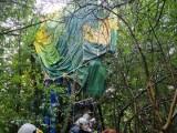 Szlachtowa k. Szczawnicy. Wypadek balonu lotniczego z trzema osobami na pokładzie. Balon wylądował na drzewie [ZDJĘCIA]