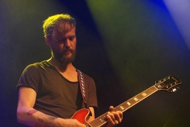 Tomasz Organek regularnie koncertuje w klubie Zmiana Klimatu. Tym razem wystąpi jako autor książki