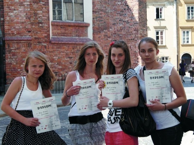 Marta Gajko, Ilona Gawryluk, Angelika Jakubowska i Anna Nesteruk, uczennice drugiej klasy Gimnazjum nr 2 w Bielsku Podlaskim (na zdjęciu) zdobyły wyróżnienie