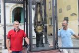 Wyregulowano termometr i barometr Fahrenheita znajdujące się na Długim Targu w Gdańsku