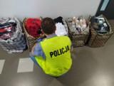 Kontrola kaliskich targowisk. Policja zatrzymała mężczyzn handlujących odzieżą z podrobionymi logotypami światowych marek