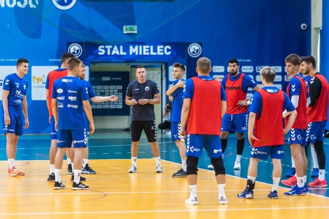 Piłkarze ręczni SPR Stali rozpoczęli przygotowania do sezonu