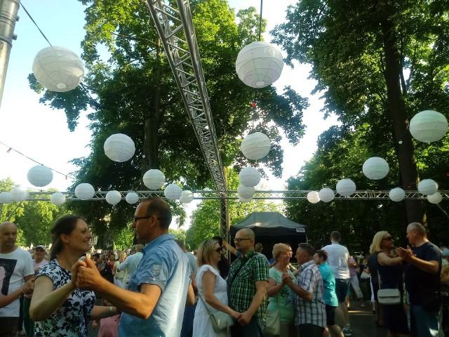 Tak bawili się ludzie na czerwcowej miejskiej potańcówce w Parku Branickich. W sobotę podobna impreza odbędzie się na Starosielcach.