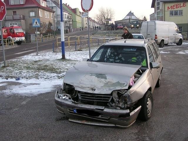 Opel po zderzeniu.