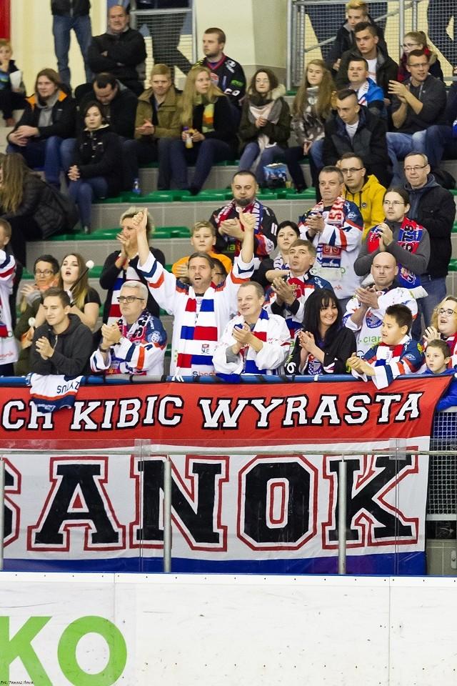 Po dramatycznej końcówce hokeiści Ciarko KH 58 Sanok wygrali trzeci mecz w rozgrywkach 2 ligi słowackiej. Po dwóch golach doświadczonego Mermera oraz trafieniach młodych Bielca i Chmury ograli 4:3 faworyzowany zespół HKM Rimavska Sobota. Ciarko KH 58 Sanok – HKM Rimavska Sobota 4:3Tercje: 1:1, 2:0, 1:2. Bramki: Mermer 15 minuta (asysty: Bielec i Kuryla) i 25 (Bielec i Dobrzyński), Bielec 30 w przewadze (Mermer i Filipau), Chmura 57 (Wilusz i Gulbinowicz) - Fekiać 3 w przewadze (Kulisek i Nociar), Zorvan 56 (Fekiać i Buda), Buda 60. Ciarko KH 58: Skrabalak – Olearczyk, Filipau; Demkowicz, Kuryla; Mazur, Gulbinowicz - Biały, Witan, Ćwikła; Bielec, Mermer, Dobrzyński; Chmura, Wilusz, D. Hućko. Trener Marcin Ćwikła. Kary: 22 (10 Ćwikła) - 14 minut. Strzały: 38-48. Widzów 1400.