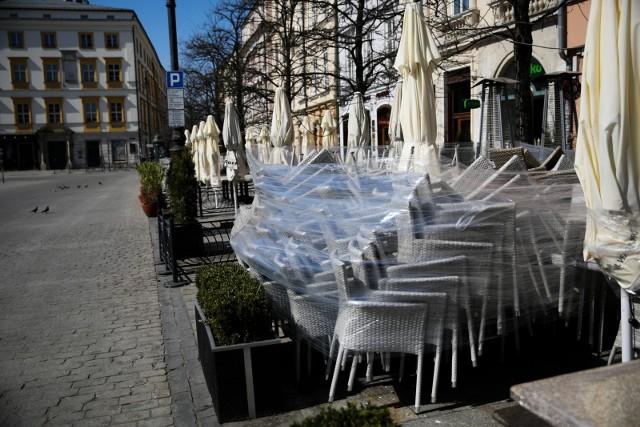 W Krakowie z powodu koronakryzysu w tragicznej sytuacji znalazło się ok. 60 tysięcy spośród 146 tys. zarejestrowanych przedsiębiorstw; w większości są to firmy mikro, zatrudniające do 9 osób (ale przeważnie tylko samego właściciela)
