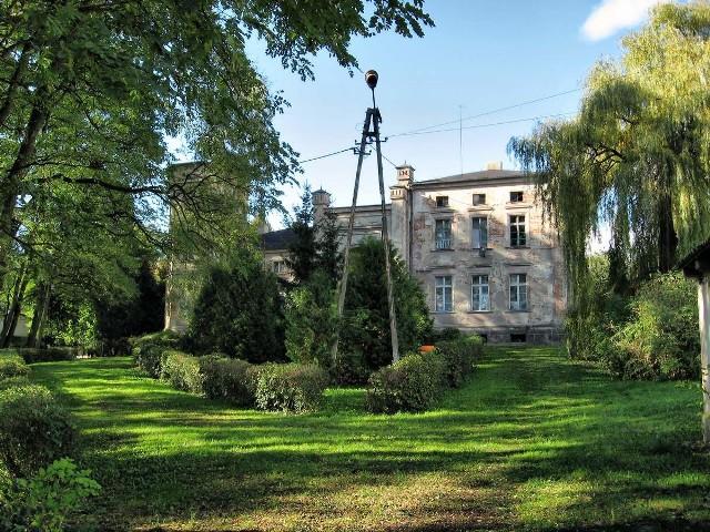 Mieszkańcy powiatu brodnickiego starają się upamiętnić Ignacego Łyskowskiego, organizując wystawy i dążąc do remontu pałacu w Mileszewach