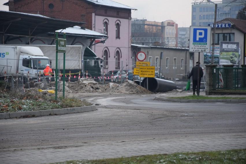 Na dalszej części ulicy Dworcowej, a także w okolicy dworca...