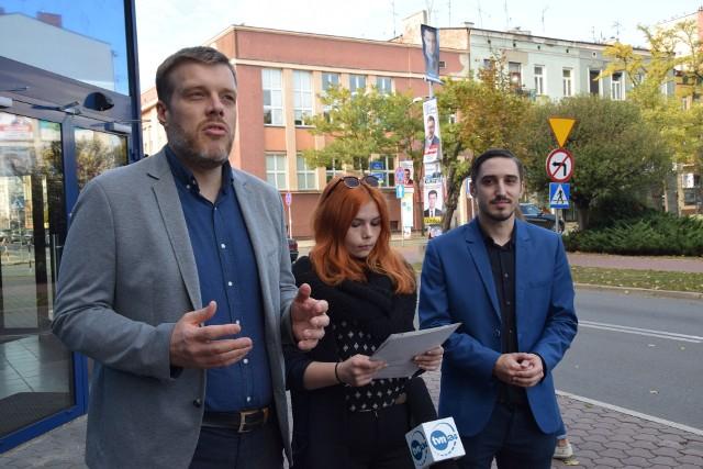 Adrian Zandberg, lider Partii Razem, odwiedził w czwartek Częstochowę. Zandberg oficjalnie udzielił poparcia Martinowi Saczkowi, który ubiega się o fotel prezydenta Częstochowy z komitetu Otwarta Częstochowa.
