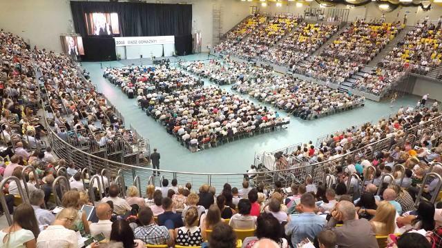 W piątek rozpoczął się Kongres Świadków Jehowy w koszalińskiej hali. Zobaczcie zdjęcia z tego wydarzenia. Zobacz także: Kongres Świadków Jehowy w Koszalinie