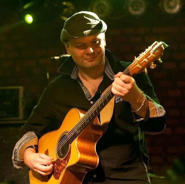 - Przez wiele lat nie mieliśmy w Polsce dostępu do dobrej muzyki - mówi gitarzysta - Adam Palma